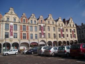 Maisons, Place des Héros, Arras