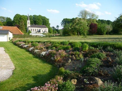 jardin fleuri 2013 avec vue sur l`église